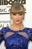 Taylor Swift at the 2013 Billboard Music Awards Arrivals, MGM Grand, Las Vegas, NV 05-19-13