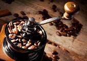 Fragment grinder with grains