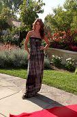 LOS ANGELES, 11 de julho: Gayle Drake chega a Birgit C. Muller Fashion Show no rancho de Chaves em Ju