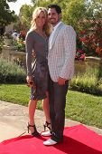 LOS ANGELES, 11 de julho: Cindy Ambuel & Don Diamont chegamos a Birgit C. Muller Fashion Show no Chav