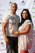 LOS ANGELES, 11 de julho: Aaron Spears e esposa chegarem a Birgit C. Muller Fashion Show, na Ra de Chaves