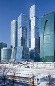 Постер, плакат: Взгляд на новых зданий города Москвы в зимний период