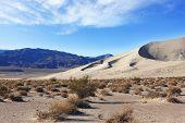 Areias frias do famoso Eureka - uma duna gigante na Califórnia. Manhã no deserto