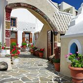 pretty courtyards of Santorini