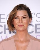 LOS ANGELES - JAN 07:  Ellen Pompeo arrives to the People's Choice Awards 2014  on January 7, 2015 in Los Angeles, CA