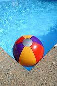 Bola de praia, na piscina