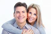 Feliz sorridente casal apaixonado. Sobre fundo branco