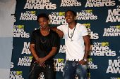 LOS ANGELES - 5 de junho: Lupe Fiasco; Trey Songz na sala de imprensa do 2011 MTV Movie Awards em Gibs