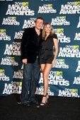 LOS ANGELES - JUN 5: Jason Segel; Cameron Diaz im Pressesaal des die 2011 MTV Movie Awards an Gi