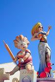 fallas de figuras de Valencia papel mache fiesta popular escultura en España