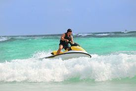 pic of waverunner  - Man on Wave Runner turns fast on the water - JPG