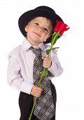 Niño con rosa roja