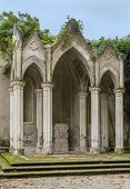 picture of garden sculpture  - Gothic temple in Villa Celimontana  - JPG
