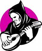 Hombre encapuchado jugando Banjo Guitarra