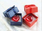 picture of ares  - Heart in ared and blue gift box - JPG