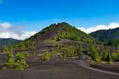 Paisaje hermoso de la Lava en la Cumbre Nueva en La Palma