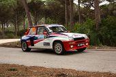 Marinha Grande, Portugal - 14 de abril: Anibal Rolo conduce un Renault 5 Turbo durante el Rally Vidreiro 2012