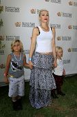 LOS ANGELES, CA - JUN 3: Gwen Stefani, sons Kingston, Zuma at the 23rd Annual 'A Time for Heroes' Ce