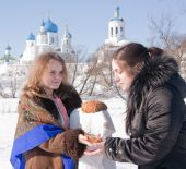 A Girl Gives Traditional  Loaf A Tourist