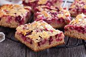 Berry cake bars with caramel almond topping