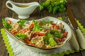 Salad with tuna and red pepper
