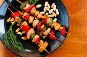 chicken kebabs with zucchini and pepper on plate, close-up