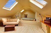 Habitación ático adorable con diseño único