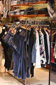 Loja de roupas. Sem marcas ou objetos de direitos autorais.