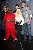 LOS ANGELES - OCT 28: Carson Daly, Adam Levine, Cee Lo Green, Christina Aguilera, Blake Shelton arrive at