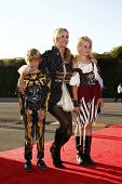 LOS ANGELES - OCT 29:  Camille Grammer, daughter Mason and son Jude arriving at the 18th Annual 'Dre