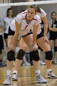 KAPOSVAR, Hungría - 18 de mayo: Zsuzsanna Talas en acción en la final de la húngara voleibol juni