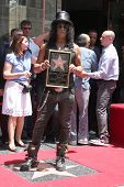 LOS ANGELES - 9 de JUL: Slash en el paseo de Hollywood de la ceremonia de la fama de Slash en Hard Rock Café en Ho