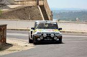Foz Do Arelho, Portugal - 13 de maio: Rui Machado dirige um Renault 5 Turbo durante rali Sprint Foz Do Ar
