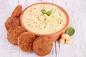 falafel e o homus