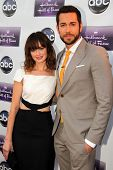 LOS ANGELES - APR 17:  Alexis Bledel, Zachary Levi arrives at the