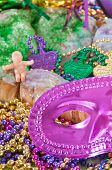mardi grasl cake and mask with beads