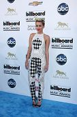 LOS ANGELES -  MAY 19:  Miley Cyrus arrives at the Billboard Music Awards 2013 at the MGM Grand Gard