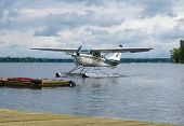 foto of cessna  - Float plane landing on a lake - JPG