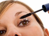 Постер, плакат: Applying Mascara