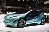 Ginebra - 7 de marzo: Mazda concept car en exhibición en el 79 o International Motor Show Palexpo-Ginebra