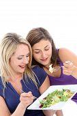 Jonge Dieters delen een salade