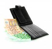 Euro em carteira isolada no branco