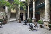 patio del Palacio del Segundo Cabo en la Plaza de Armas, la Habana, Cuba