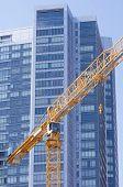 gelbem Kranich und blauen Wolkenkratzer, San Francisco, Kalifornien, usa