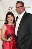 LOS ANGELES - 9 de JAN: Kate Flannery, Chris Haston no