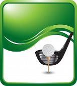 bola de golfe e driver no cenário de onda verde
