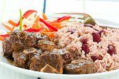 Curry de rabo de boi com arroz - estilo caribenho