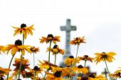 Kruis op een oude christelijke begraafplaats somwhere in Polen.