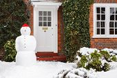 Schneemann im Garten