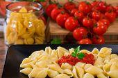 pic of italian parsley  - italian pasta with fresh tomato sauce and parsley on black dish - JPG